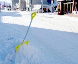 【山形】76歳男性が雪下ろし中に転落して死亡