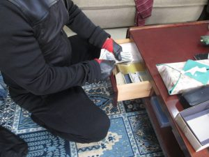 高齢夫婦の住宅に男2人が侵入し、現金460万円を奪う 東村山