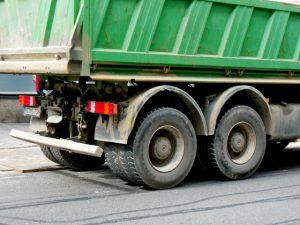 広島:ダンプカーが歩行者2人はねる ひき逃げの疑い