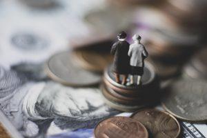 高齢者の「投資詐欺」被害増加 認知力と退職金が問題
