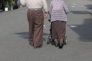 「ポケモンGO」高齢者の間で再ブーム 激増のワケ