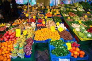福津市:高齢者の買い物を支援 公民館に出張販売