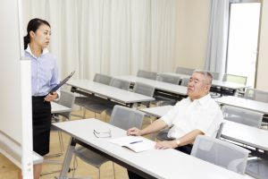 東京:高齢者の自転車講習会 免許返納者の増加見据え
