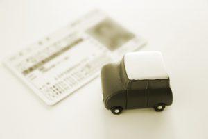 大阪府知事 認知機能が低下した高齢者には限定免許を