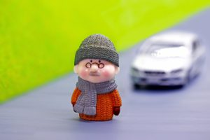 運転免許証の年齢制限 高齢者男性の6割が反対