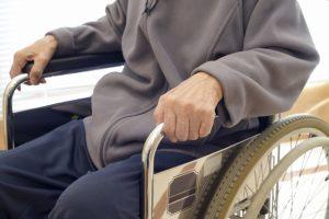 高齢者の誤飲に注意 入れ歯で死亡事故も 消費者庁