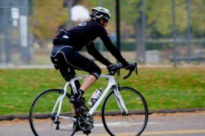 82歳男性、67年かけて自転車で100マイルを走破 英