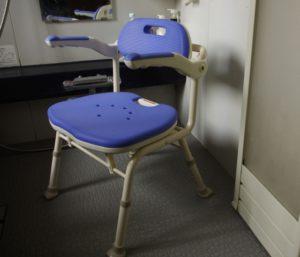 認知症高齢者の入浴中に目を離し死亡 介護福祉士が書類送検